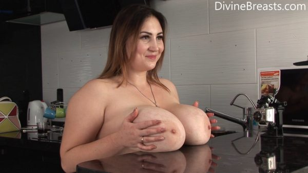 Big Tits Tricks – Divine Breats – Ivanna Lace