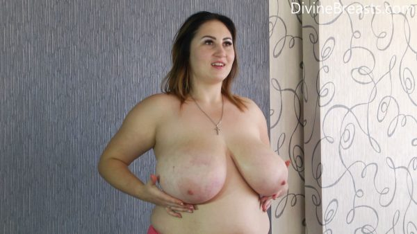 Bouncing in Fishnet Top – Ivanna