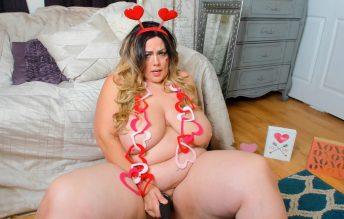 Curvy Cupid Valentines Surprise - Kates Kurves
