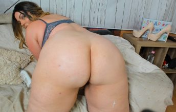 PAWG Lotions Her Ass - Kates Kurves