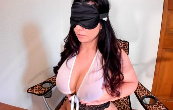 Blindfolded Boob Bounce - Victoria Raye
