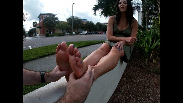 I convince a foot lover to give me a public foot rub! 1080p – Helenas Cock Quest – Helena Price