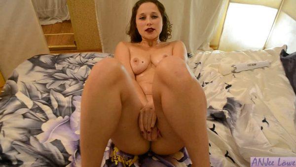 Erotic Makeup 720p – Anjee Lowe