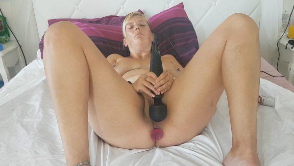 Massive Orgasms, Butt Plug, Squirting 1080p – Kitty Diamond