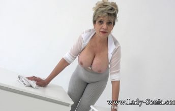 Watching Auntie And Wanking 1080p - Lady Sonia