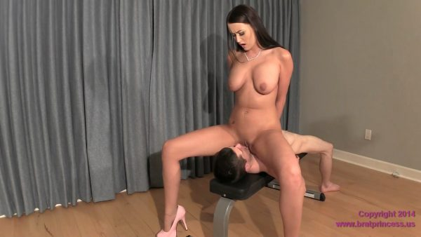 Brat Princess – Alexis Grace – Amazon Nude Face Sitting of Small Man