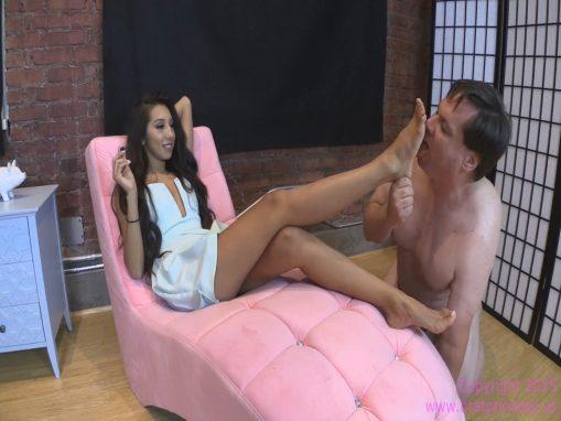 Brat Princess – Jennifer – Foot Worship for Chastity Slave