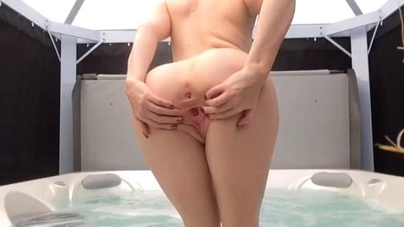 Brook Logan – NAKED Fun In Hot Tub
