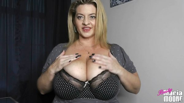 Maria Moore – Boob Clapping Theraphy