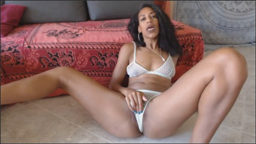 Golden Lace – Mom Wants You To Jerk It
