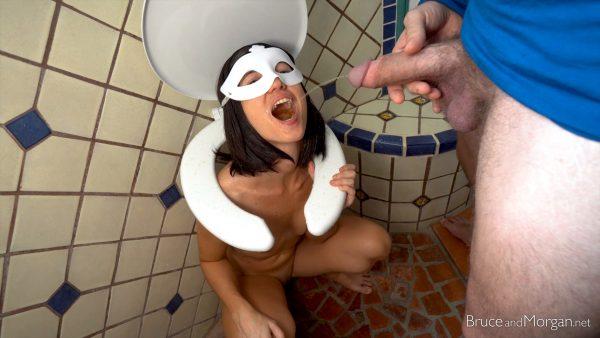 BruceAndMorgan – Toilet Seat Surprise 1080p
