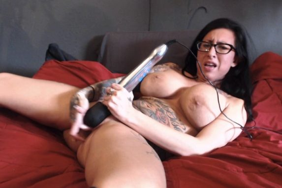LilyLanexxx – Squirting On My Bed