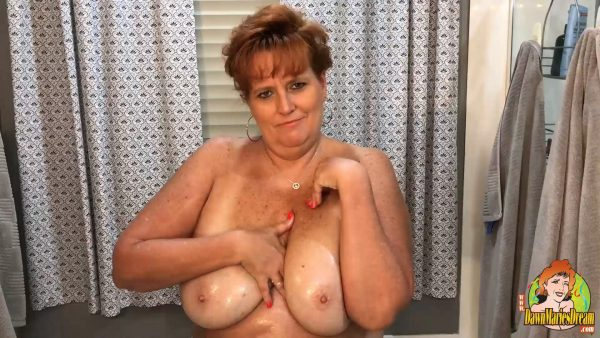 Dawn Marie – Titties oiled up