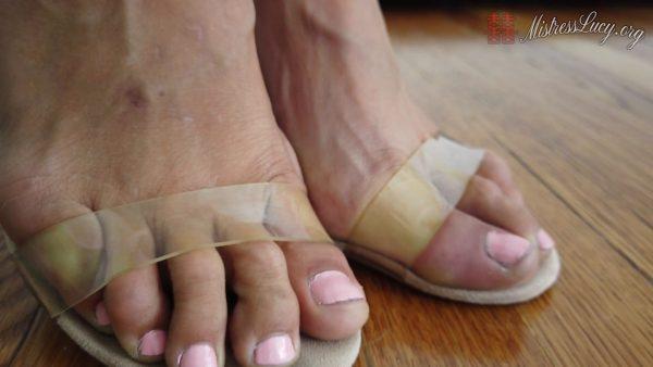 Mistress Lucy Khan – Mistress Lucys Mesmerizing Toes Asmr
