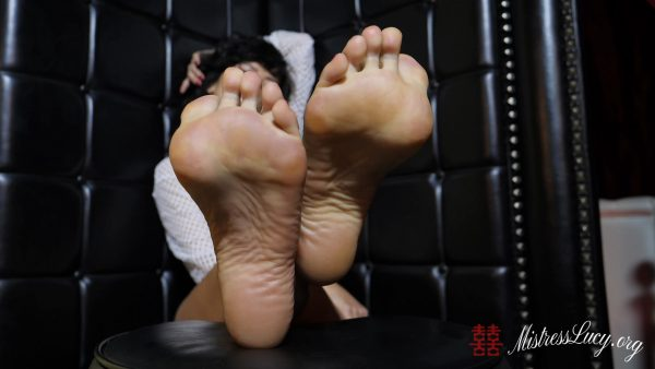 Mistress Lucy Khan – The Perfect Sweaty Stinky Sneaker Feet