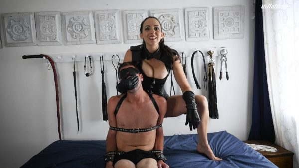 Stella Liberty – Leather Femdom Hand Over Mouth
