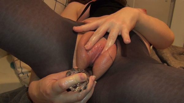 Candy Cameltoe – Puffiest Pussy Oil Orgasms N Stockings