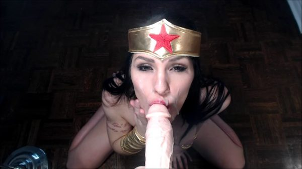 Lara Loxley – Wonder Woman BJ With Big Facial