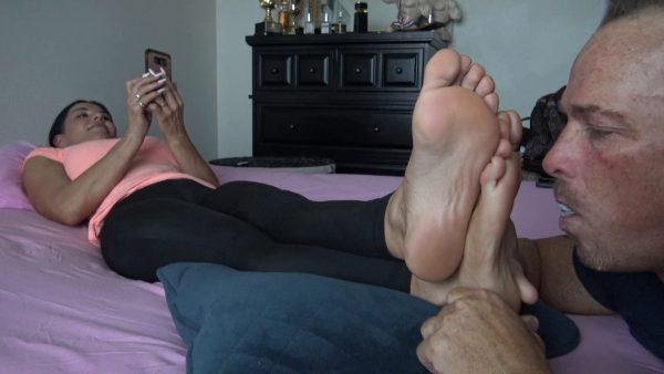 Goddess Zephy – Lick My Sweaty Dirty Socks and Foot Massage