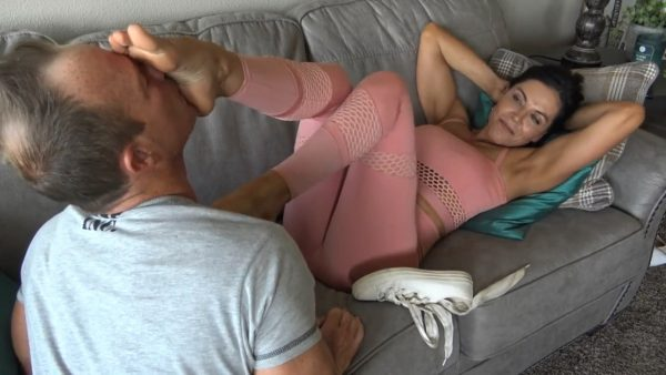 Goddess Zephy – Lick The Bottom Of My Shoes and Face Full Of Feet