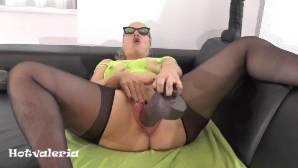 Hotvaleria – I Fuck My Cunt With Fist And Huge Dildo