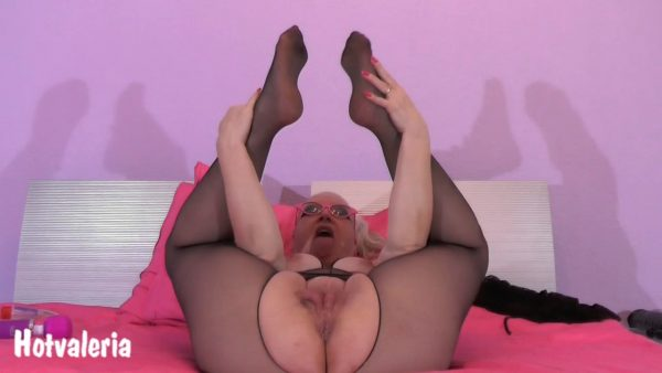 Hotvaleria – Yerk Off On My Cunt