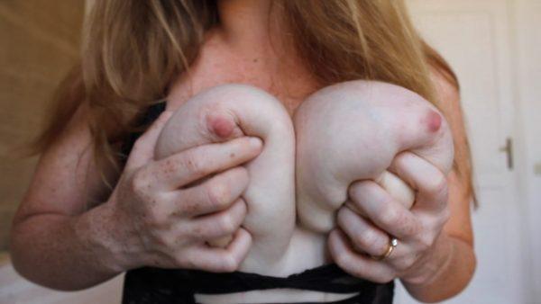 LittleRedheadLisa – Tit Worship and Teasing Custom