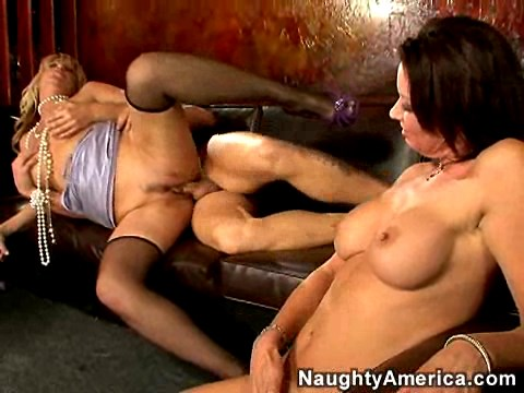 Vanessa Videl and Cat Cleavage – Seduced By A Cougar
