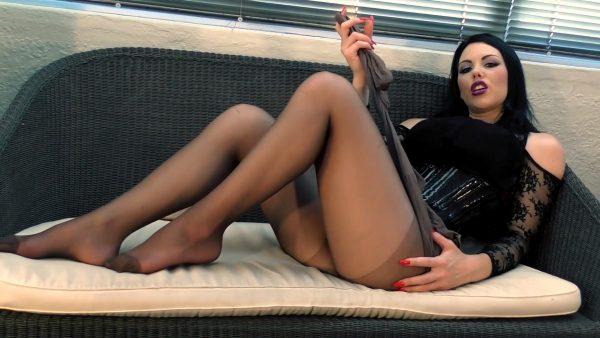 Young Goddess Kim – Pantyhose Goddess JOI