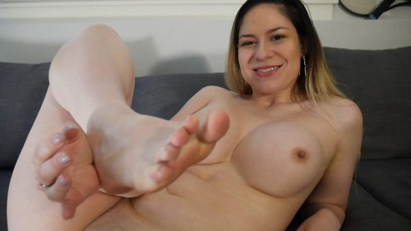 Ashley Alban – Sundress Ass & Feet Tease