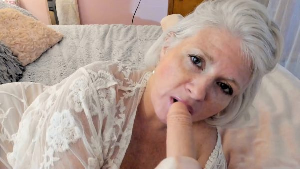 Painted Rose – Curvy Milf Rosie Mommy Loves Kisses and Cuddles then Mommy Blows your P11 P11