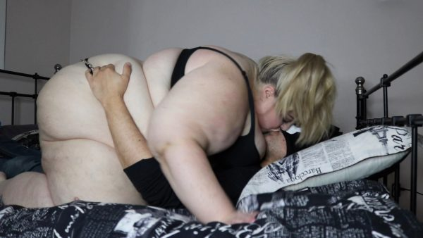 SSBBW Juicy Jackie – Straddle Makeout Session