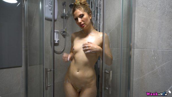 Wankitnow – Stephanie Bonham Carter – Sneaky Shower