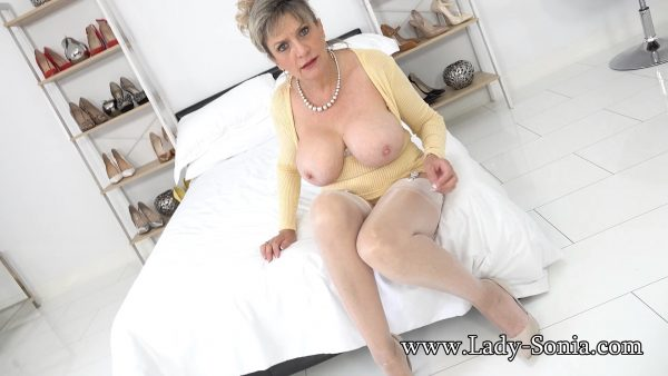 Lady Sonia – Blackmailed Auntie In Nylons