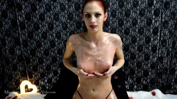 MissKittyMoon – Valentines Day Glitter Oil Rub
