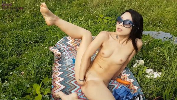 Aiko Moe – Picnic Fun Heru