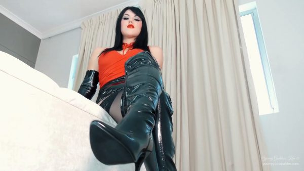Young Goddess Kim – Boot Pet