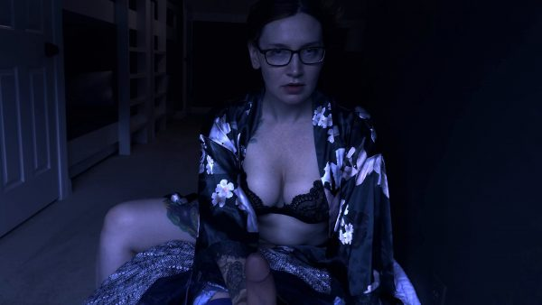 Bettie Bondage – Mommys Mean Handjobs