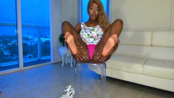 Donna Raynes – Pink Toes & Diamonds