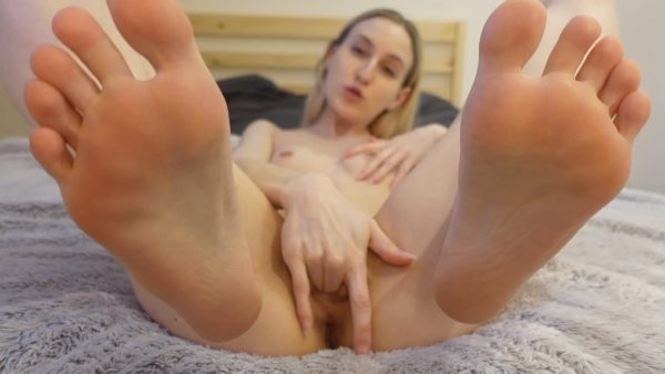 Sofie Skye – Mommy Lets you Fuck Her Feet Taboo